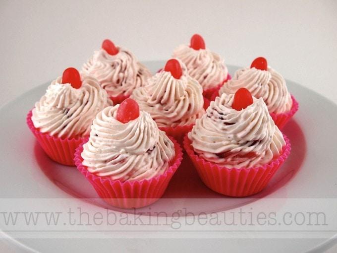 Gluten-free Summer Berry No-Bake Cream Cheese Cupcake | The Baking Beauties