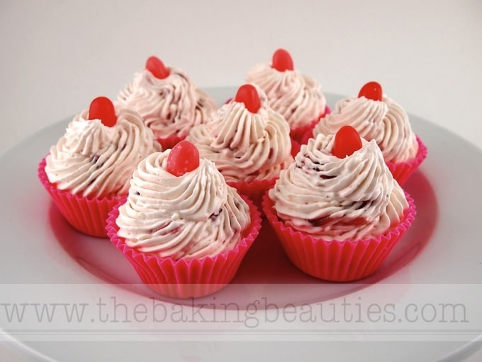 Gluten-Free Summer Berry No-Bake Cheese Cupcake