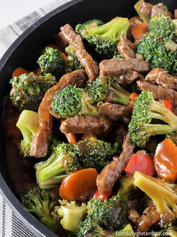 A frying pan filled with beef and broccoli stir fry