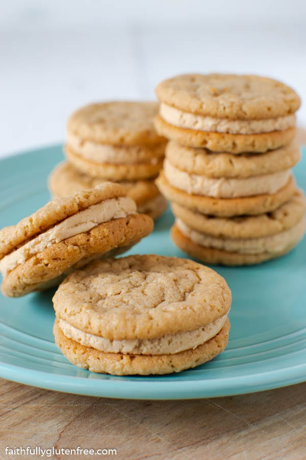 A plate of peanut butter sandwich cookies
