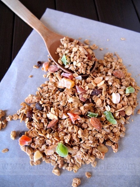 How to Make Gluten-free Homemade Granola | The Baking Beauties
