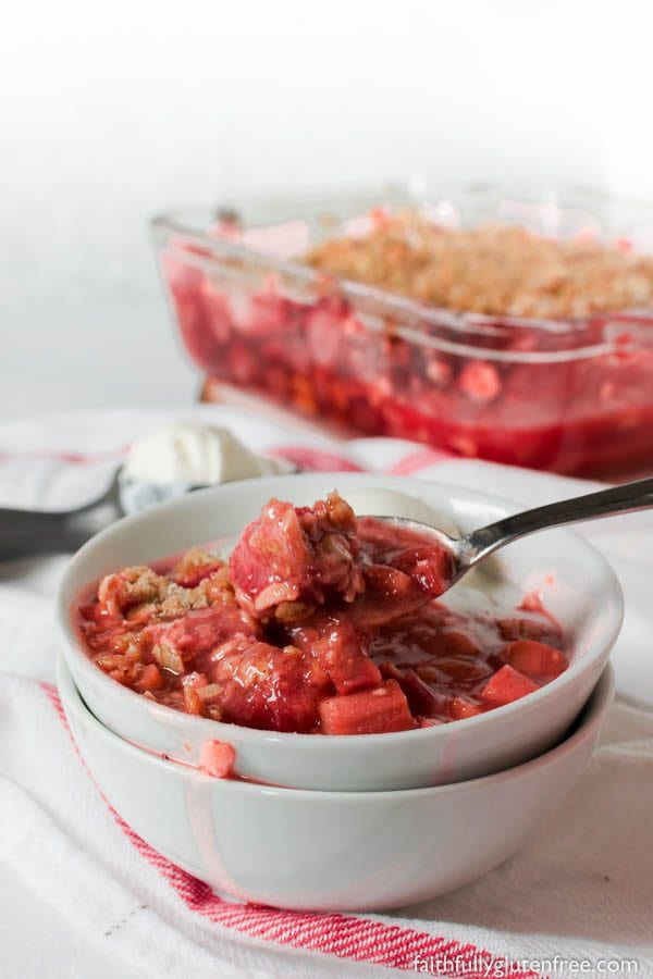 Fresh juicy strawberries pair perfectly with the tart rhubarb in this easy gluten free Strawberry Rhubarb Crisp. Served with a scoop of vanilla ice cream, or a drizzle of heavy cream, Gluten Free Strawberry Rhubarb Crisp is sure to be a springtime favourite.