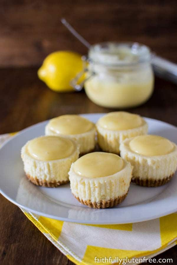 Individual desserts are so in right now! You will love these individual Lemon White Chocolate Cheesecakes (gluten free too!)