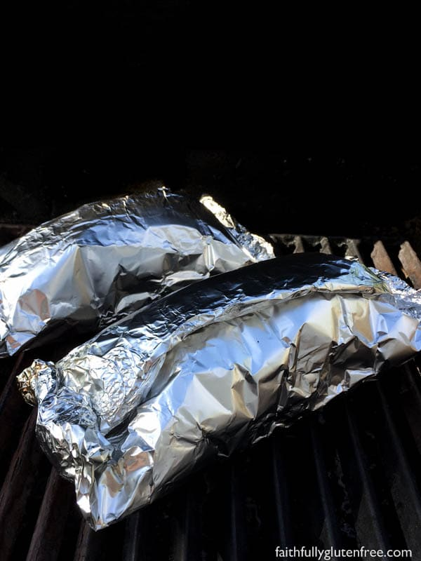 Who wants to cook in summer? Make these easy Mexican Tin Foil Dinners instead!