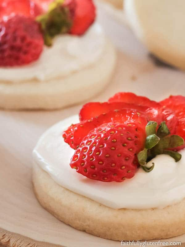 No matter what you're celebrating, these Gluten Free Mini Fruit Pizzas will be a hit!